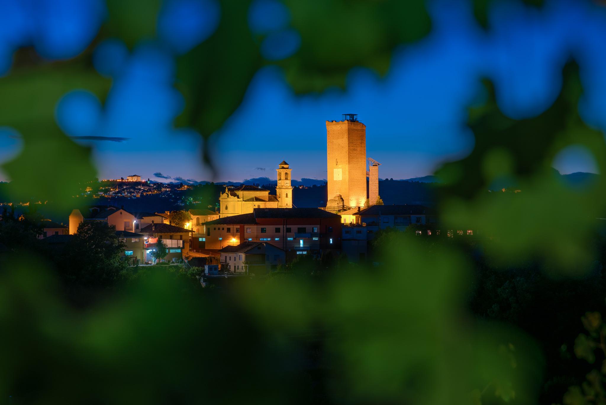Paesaggi-Italia - Emanuele Tibaldi Fotografo Barbaresco2 - Fotografo di paesaggi-Barbaresco Torre paesaggio notturno nelle langhe - Fotografo di paesaggi-Barbaresco Torre paesaggio notturno nelle langhe