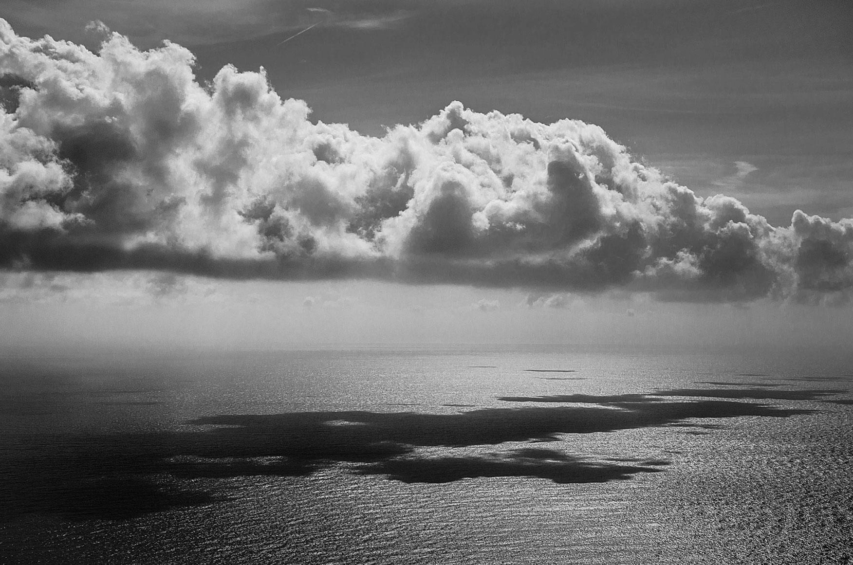 Paesaggi-Italia - Mare in bianco nero Dal Santuario di Riomaggiore Cinque Terre Liguria - Mare_in-bianco-nero-Dal_Santuario_di_Riomaggiore_Cinque_Terre_Liguria -